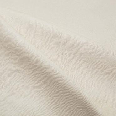 Однотонное покрывало Silk Road в светло-бежевом оттенке очаровывает своей фактурностью. Элегантное решение его дизайна – рельефная поверхность с эффектом тисненой кожи, достигнутая за счет жаккардового переплетения. Silk Road – идеальное сочетание практичности и комфорта. Нити шёлка, добавленные к длинноволокнистому хлопку, придают покрывалу благородный блеск и гладкость. Классическая цветовая гамма и рельефная фактура безупречно впишется в интерьер любой спальни.