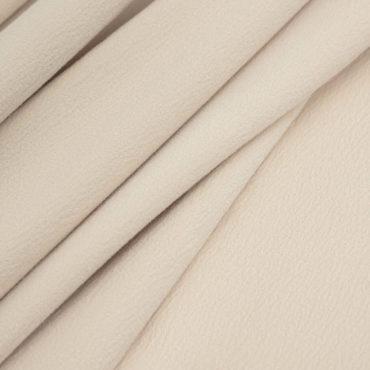 """Однотонное покрывало в спокойных оттенках. Фактурность полотна создает эффект перламутрового сияния, которое освежит спальню любой цветовой гаммы.  Мягкое и приятное для прикосновений покрывало Prime Melody соединило в себе нити хлопка, шёлка и кашемира. Его прохлада и гладкость достигаются за счёт содержания натуральных шёлковых волокон. Кашемир дарит ему мягкость и уют, а хлопок удобство в использовании и универсальность.  Комбинация натуральных материалов – настоящая """"симфония"""" для ваших тактильных ощущений."""